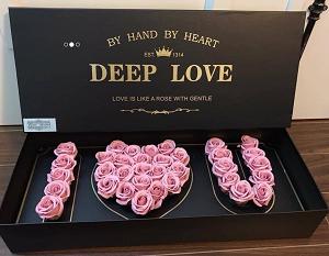 Hộp hoa sáp xếp chữ I Love You